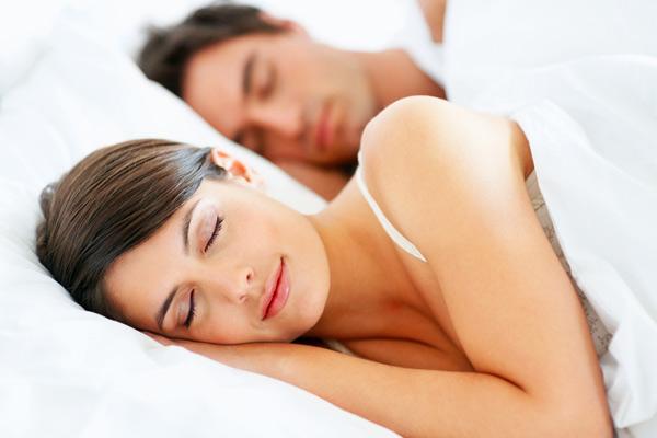 cuplu dormind 2