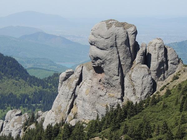 Sfinxul_Bratocei_in_the_Ciucaş_Mountains