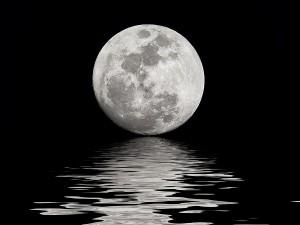luna plina pe apa